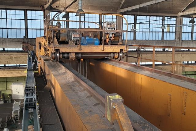 Zasialanie wciągarki suwnicy przewodem w prowadniku, modernizacja suwnicy
